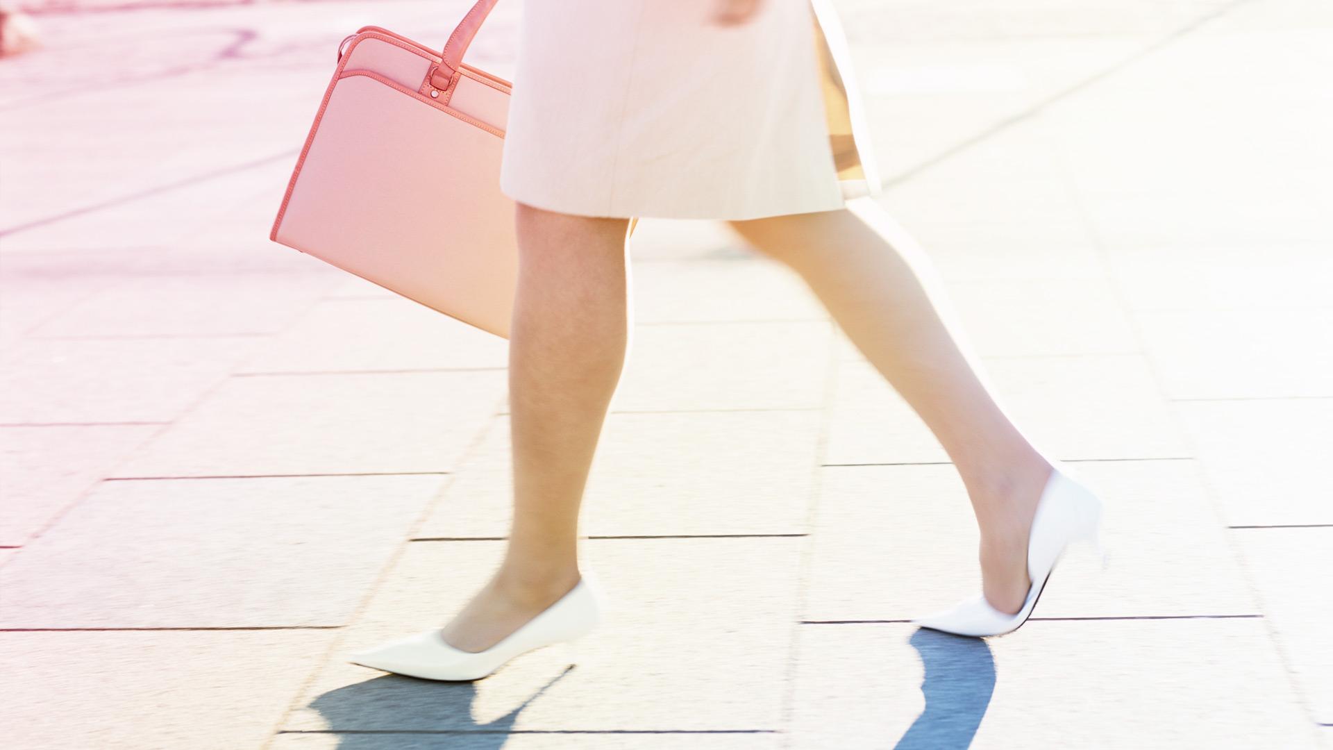 女性の足もと